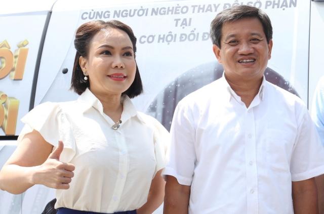 Việt Hương đón Trung Thu đầu tiên hạnh phúc bên chồng con, ông Đoàn Ngọc Hải vào chúc mừng - Ảnh 3