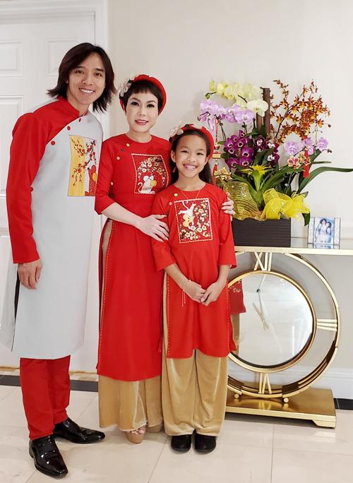 Việt Hương đón Trung Thu đầu tiên hạnh phúc bên chồng con, ông Đoàn Ngọc Hải vào chúc mừng - Ảnh 4