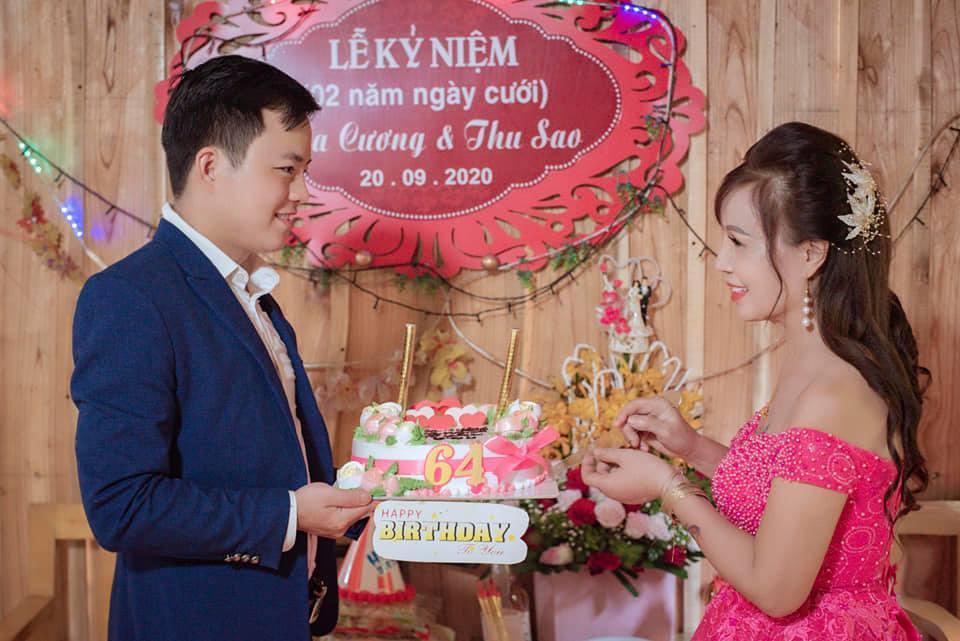 Diện váy cưới lộng lẫy kỷ niệm 3 năm lấy chồng trẻ, cô dâu 64 tuổi ở Cao Bằng bị mỉa mai sốc và màn 'đáp trả' cực cao tay - Ảnh 1