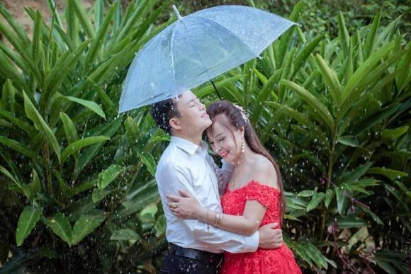 Diện váy cưới lộng lẫy kỷ niệm 3 năm lấy chồng trẻ, cô dâu 64 tuổi ở Cao Bằng bị mỉa mai sốc và màn 'đáp trả' cực cao tay - Ảnh 2