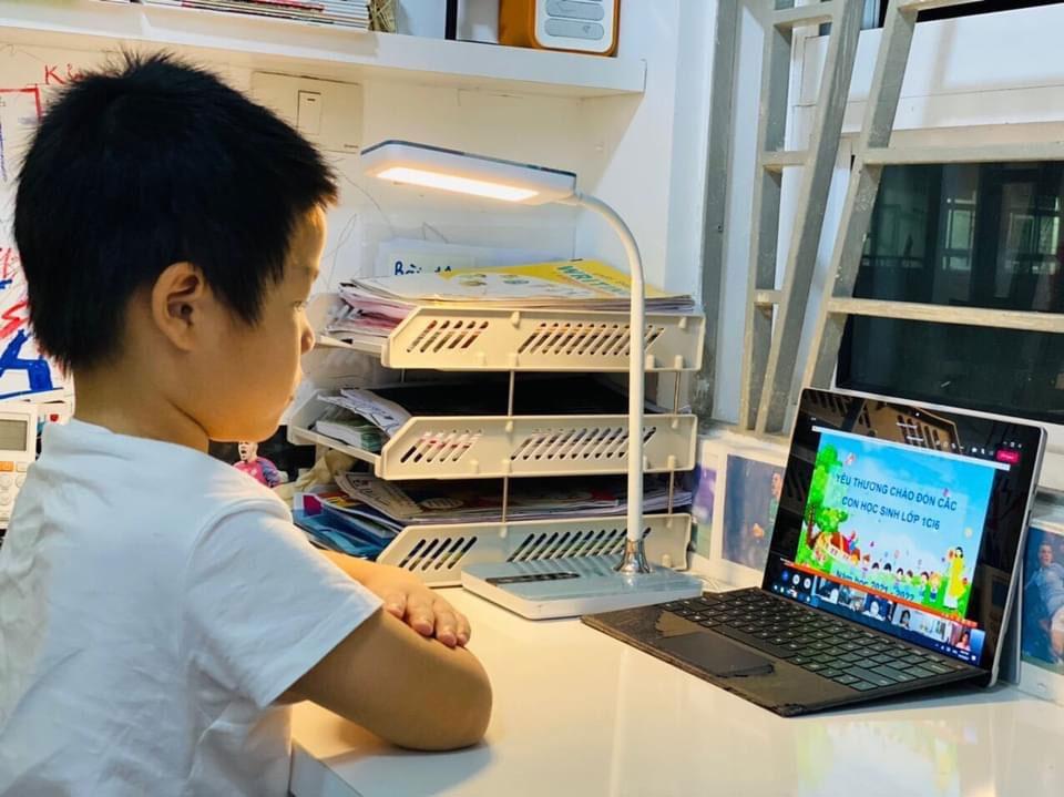 Hà Nội: Đề xuất thu học phí online bằng 75% học phí trực tiếp - Ảnh 1