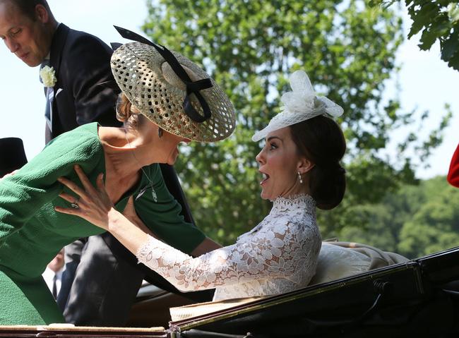 Hé lộ thành viên hoàng gia khiến Công nương Kate chẳng ngại 'đánh mất hình tượng', bộc lộ hết cảm xúc khi gặp nhau - Ảnh 1