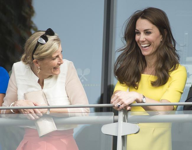 Hé lộ thành viên hoàng gia khiến Công nương Kate chẳng ngại 'đánh mất hình tượng', bộc lộ hết cảm xúc khi gặp nhau - Ảnh 5