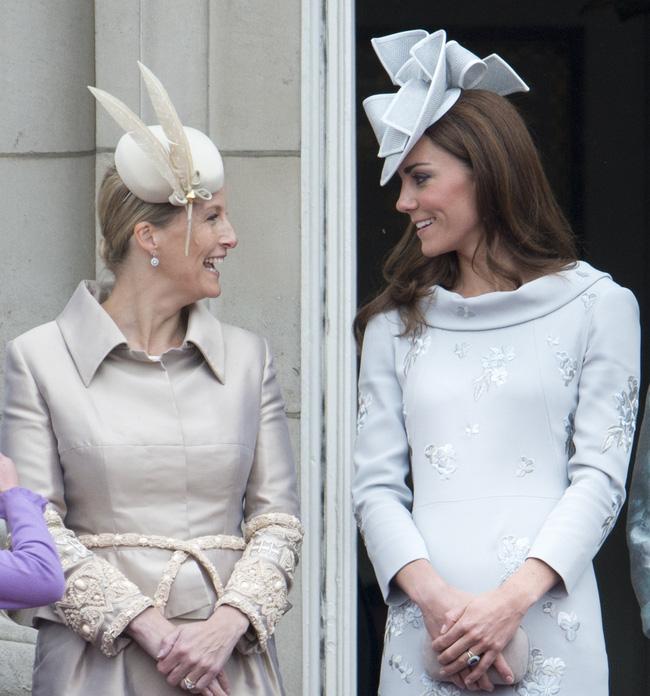 Hé lộ thành viên hoàng gia khiến Công nương Kate chẳng ngại 'đánh mất hình tượng', bộc lộ hết cảm xúc khi gặp nhau - Ảnh 6