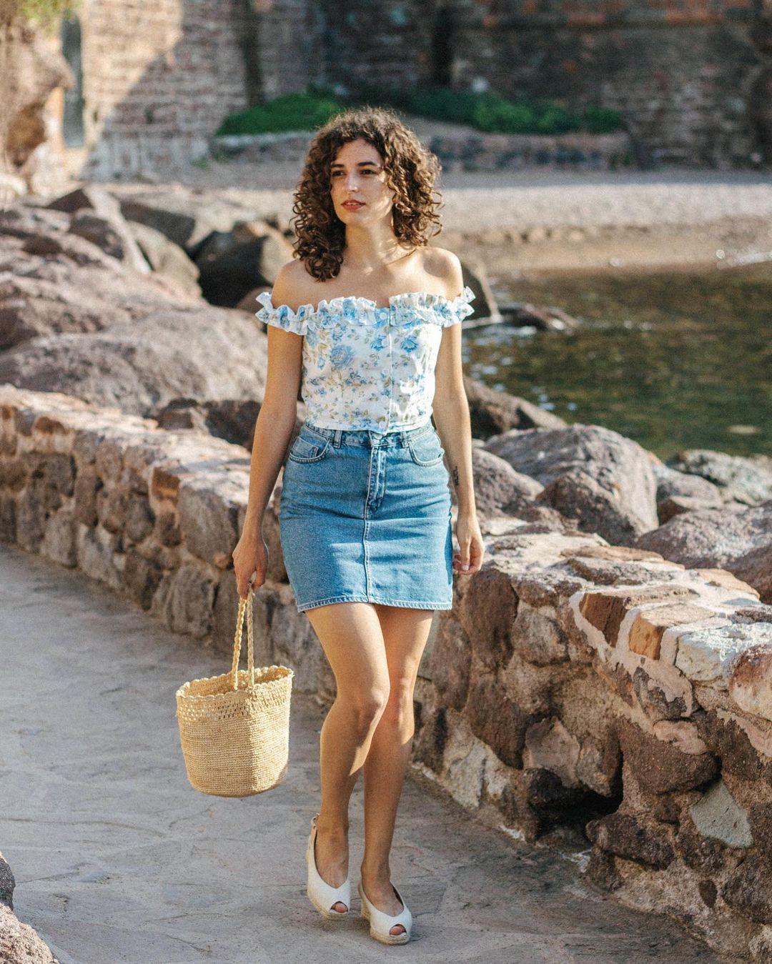 Quý cô người Pháp có style chuẩn nàng thơ: Không thể sống thiếu váy quấn, diện đồ 'hoa lá hẹ' mà vẫn rất mực tinh tế - Ảnh 10