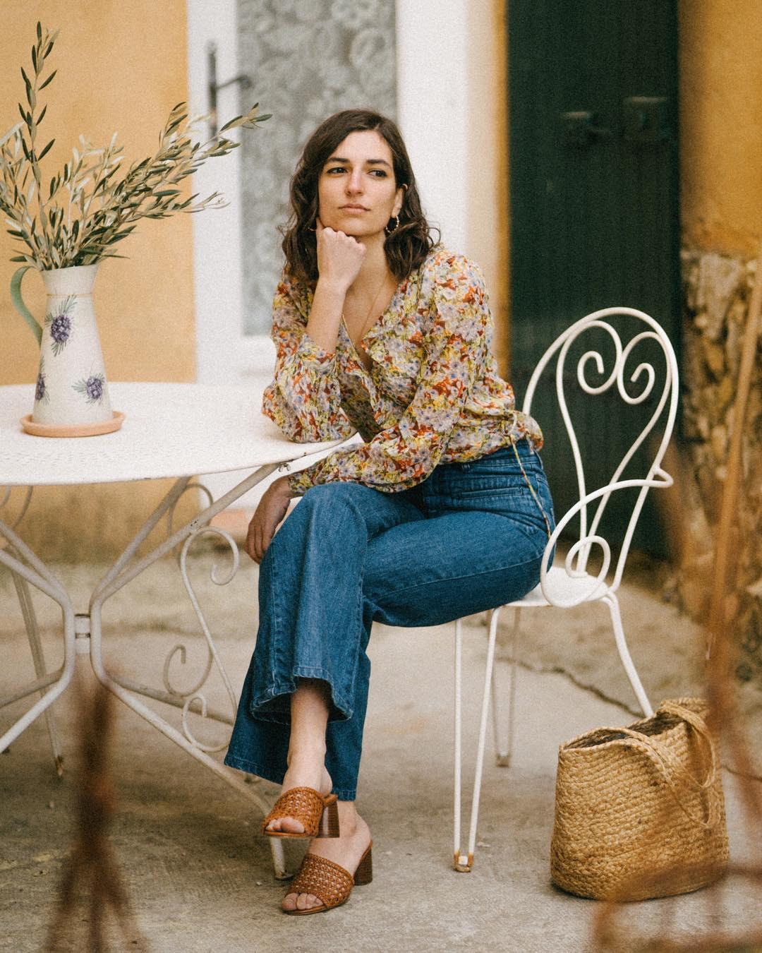 Quý cô người Pháp có style chuẩn nàng thơ: Không thể sống thiếu váy quấn, diện đồ 'hoa lá hẹ' mà vẫn rất mực tinh tế - Ảnh 11