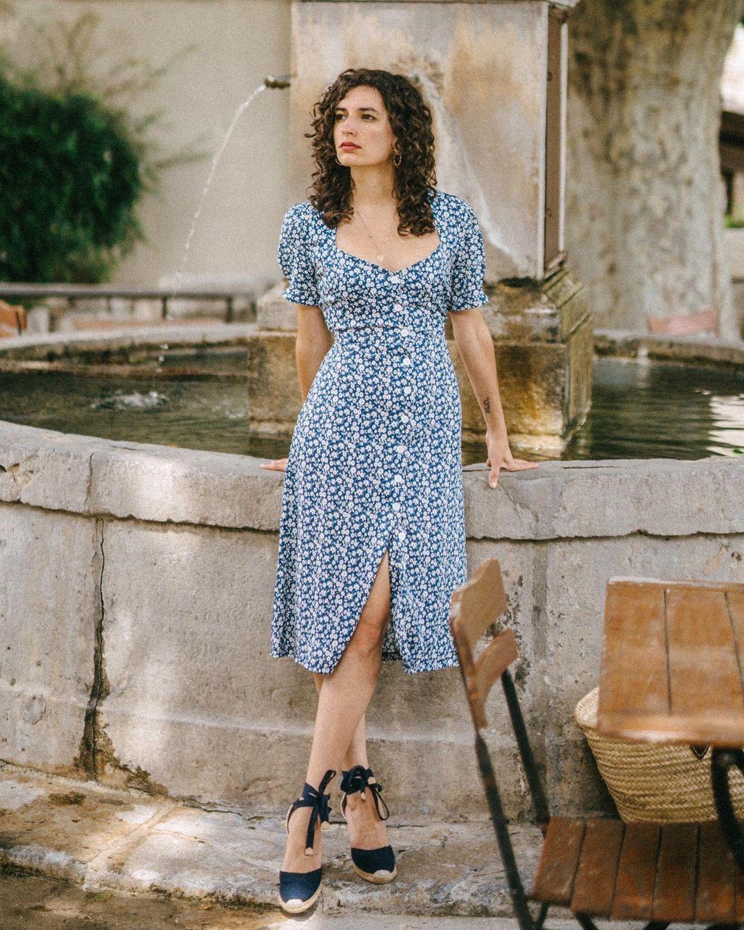 Quý cô người Pháp có style chuẩn nàng thơ: Không thể sống thiếu váy quấn, diện đồ 'hoa lá hẹ' mà vẫn rất mực tinh tế - Ảnh 15