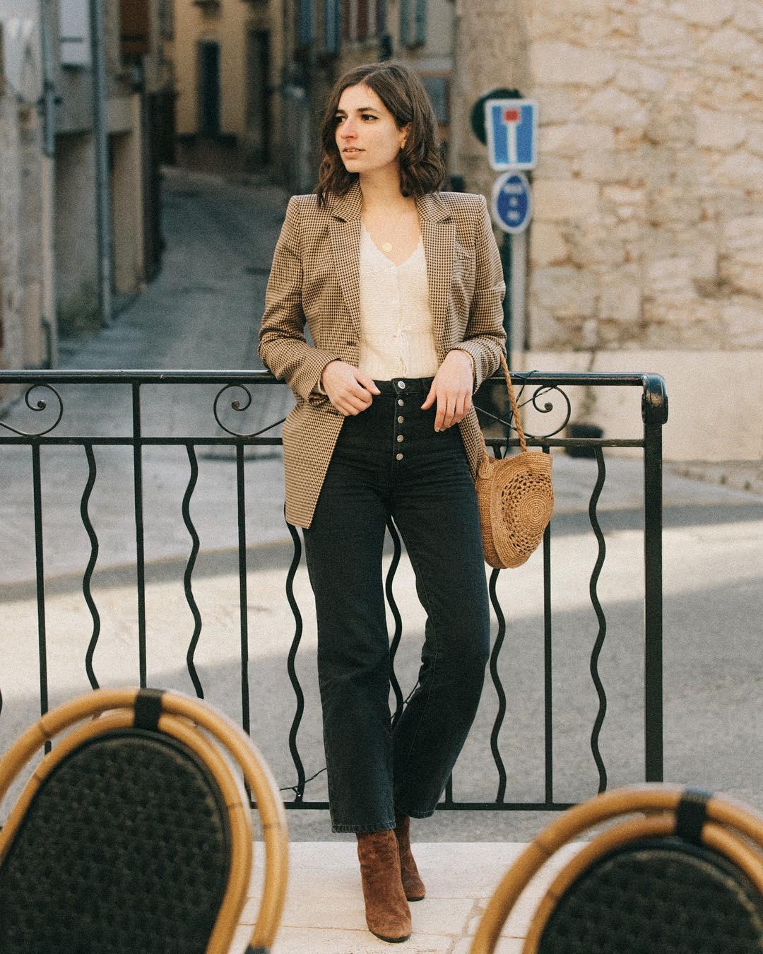 Quý cô người Pháp có style chuẩn nàng thơ: Không thể sống thiếu váy quấn, diện đồ 'hoa lá hẹ' mà vẫn rất mực tinh tế - Ảnh 17