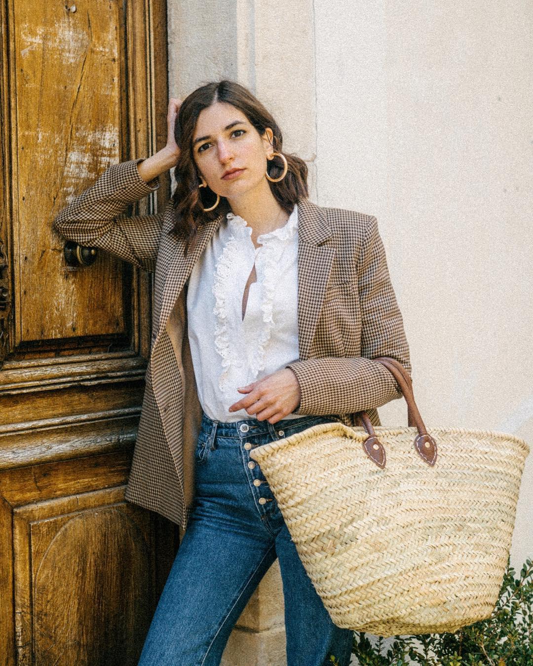 Quý cô người Pháp có style chuẩn nàng thơ: Không thể sống thiếu váy quấn, diện đồ 'hoa lá hẹ' mà vẫn rất mực tinh tế - Ảnh 20