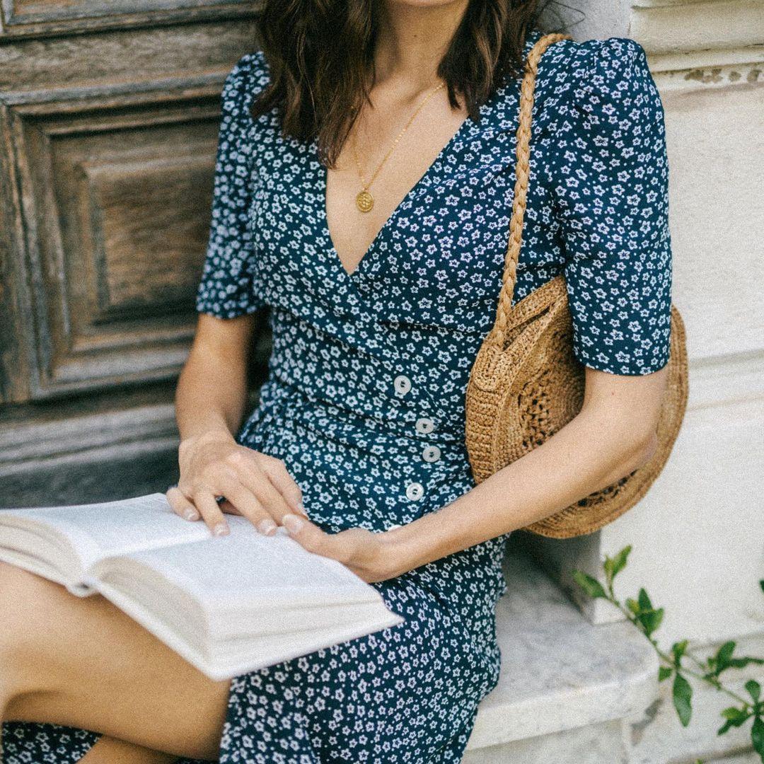 Quý cô người Pháp có style chuẩn nàng thơ: Không thể sống thiếu váy quấn, diện đồ 'hoa lá hẹ' mà vẫn rất mực tinh tế - Ảnh 3