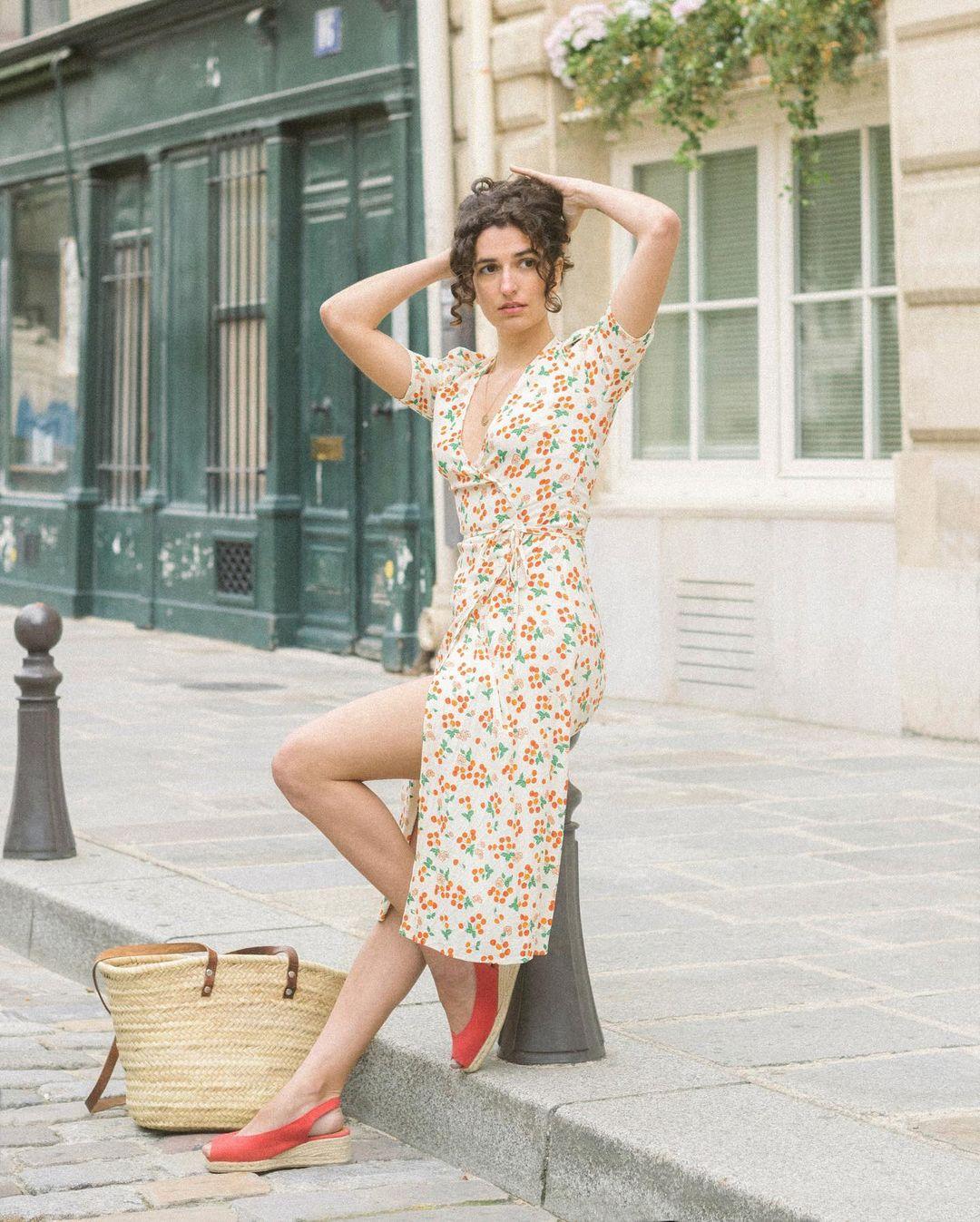 Quý cô người Pháp có style chuẩn nàng thơ: Không thể sống thiếu váy quấn, diện đồ 'hoa lá hẹ' mà vẫn rất mực tinh tế - Ảnh 5
