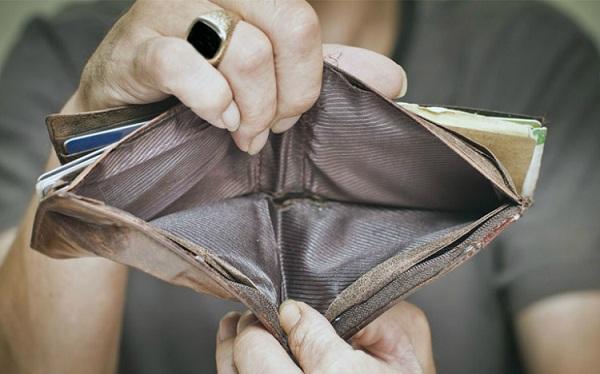 8 quan niệm sai lầm về tiền bạc khiến người nghèo mãi nghèo - Ảnh 2