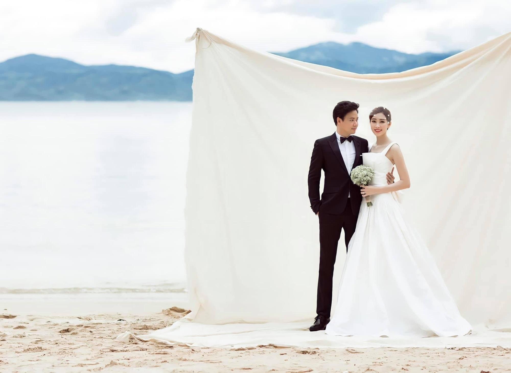 Cưới nhau 4 năm nhưng lần đầu tiên Hoa hậu Đặng Thu Thảo mới chia sẻ ảnh cưới, nhắc nhở chồng đại gia làm điều này mỗi năm - Ảnh 1