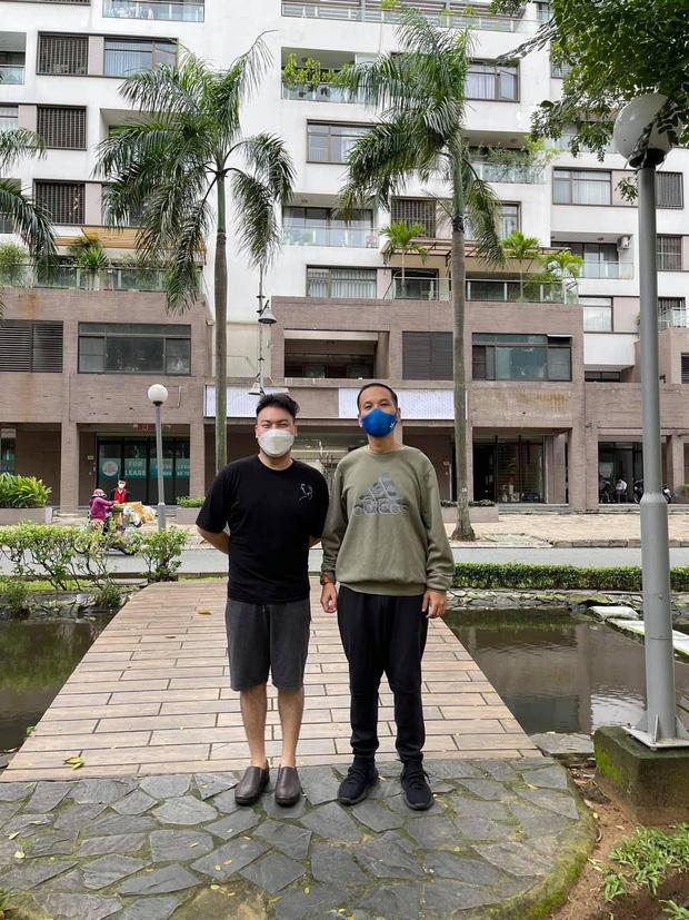 Sốc với hỉnh ảnh 'ông bầu' Quang Huy hậu giảm 30 ký, quần áo thùng thình rộng hết cả ra giống như mặc đồ của người khác - Ảnh 2