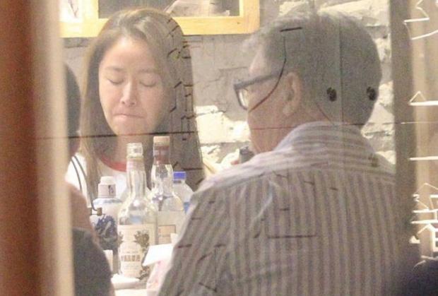Đỉnh như Lâm Tâm Như: Dẫn chồng đi ăn sinh nhật tình địch 'không đội trời chung' - Ảnh 2