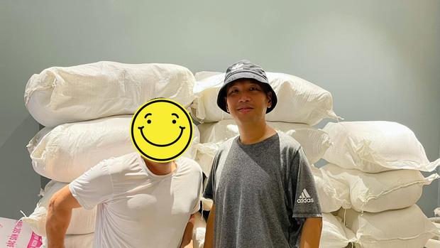 Sốc với hỉnh ảnh 'ông bầu' Quang Huy hậu giảm 30 ký, quần áo thùng thình rộng hết cả ra giống như mặc đồ của người khác - Ảnh 4
