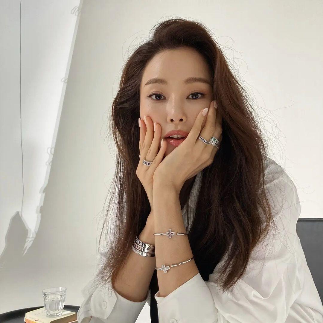4 xu hướng nhuộm tóc mùa thu của sao Hàn: Toàn màu tôn da, thanh lịch hợp công sở - Ảnh 2