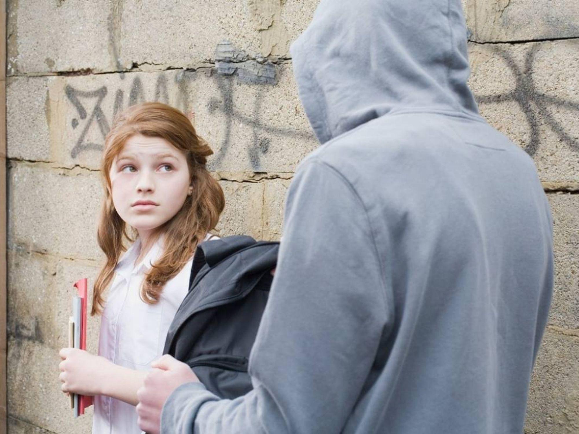 Gã đàn ông quấy rối bé gái 14 tuổi bị 7 thiếu niên hành hung tập thể để 'cảnh cáo'