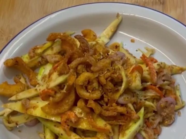 Salad xoài kiểu Thái dễ làm mà ngon miệng trong giai đoạn giãn cách xã hội