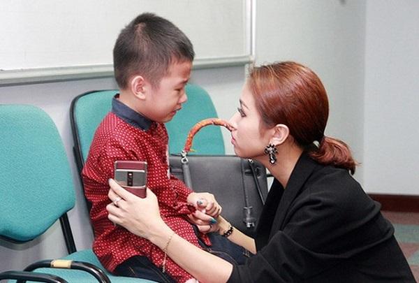 Hành trình chữa bệnh đầy nước mắt cho con của loạt sao Việt - Ảnh 6