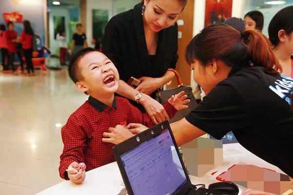 Hành trình chữa bệnh đầy nước mắt cho con của loạt sao Việt - Ảnh 7