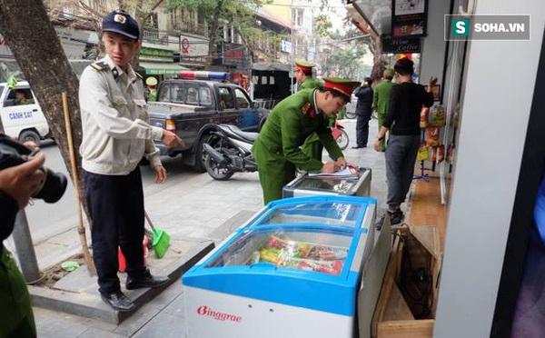 Quận Hoàn Kiếm huy động hơn 1.500 người giành lại vỉa hè - Ảnh 1