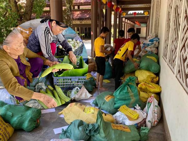 Hình ảnh nghĩa tình: Người dân Quảng Bình gom nông sản, thực phẩm hỗ trợ người dân Sài Gòn