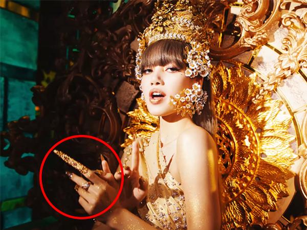 Những bộ nail 'gây sốt' của Lisa (BLACKPINK) từ đính đá quý đến MẠ VÀNG, có bộ sắc lẹm như kiếm Nhật