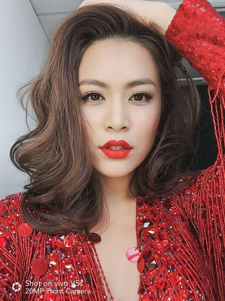 Hoàng Thuỳ Linh rất đắt show biểu diễn nhờ phong cách bốc lửa được ưa chuộng ở những tụ điểm giải trí