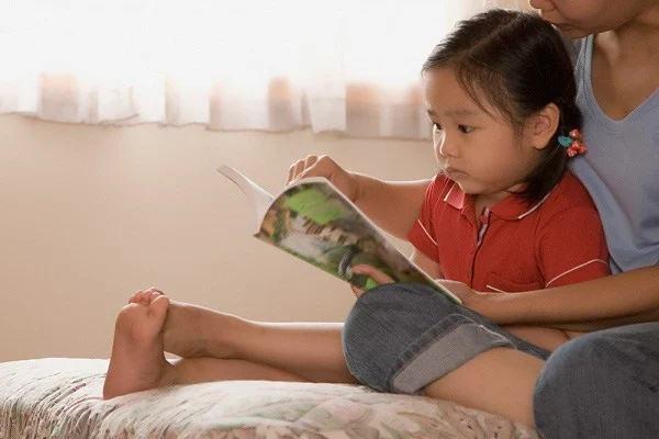 5 hành động đơn giản nhưng sẽ giúp con thông minh hơn mà bố mẹ nên làm mỗi ngày - Ảnh 1