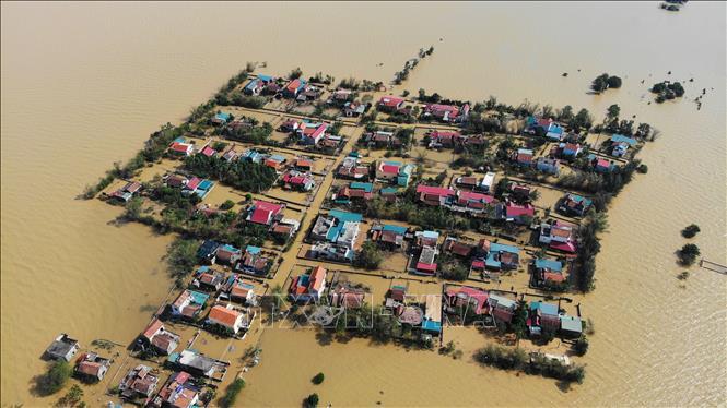 Bão số 8 suy yếu Hà Tĩnh vẫn ngập sâu, đường sắt thiệt hại hàng chục tỷ đồng - Ảnh 2