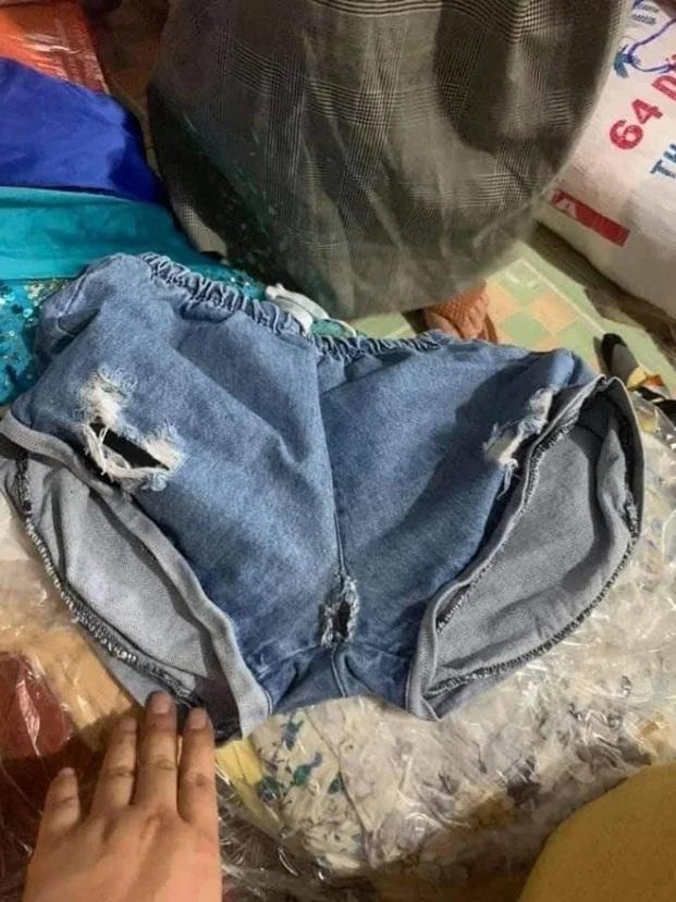 Loạt ảnh quần áo ủng hộ miền Trung gây tranh cãi, có cả áo hai dây, quần rách đũng - Ảnh 7