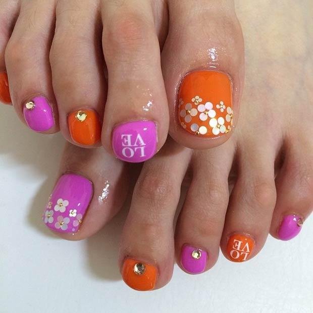 Mẫu vẽ móng chân màu hồng, cam nổi bật và không kém phần dễ thương