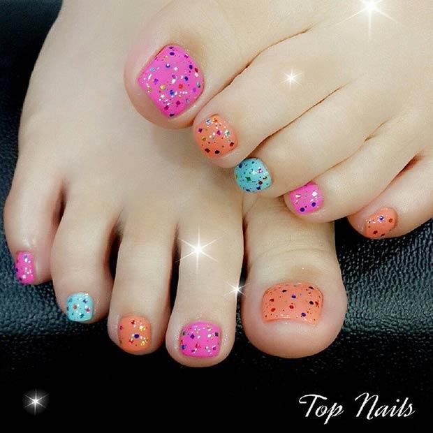 Mẫu vẽ móng chân nổi bật và nhiều màu sắc rực rỡ