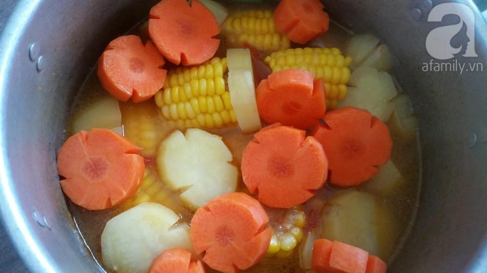 Bữa tối đầy sắc màu với món canh rau củ nấu sườn ngọt thơm hấp dẫn - Ảnh 2