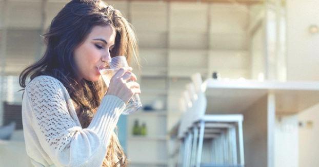 Điều gì sẽ xảy ra với cơ thể khi bạn uống nước lúc đói? - Ảnh 2