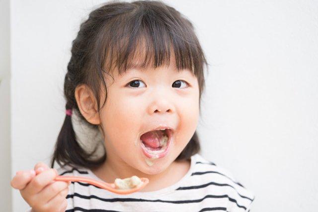 Chuyên gia mách mẹ cách chọn và cho trẻ dùng sữa chua chuẩn xác nhất - Ảnh 3