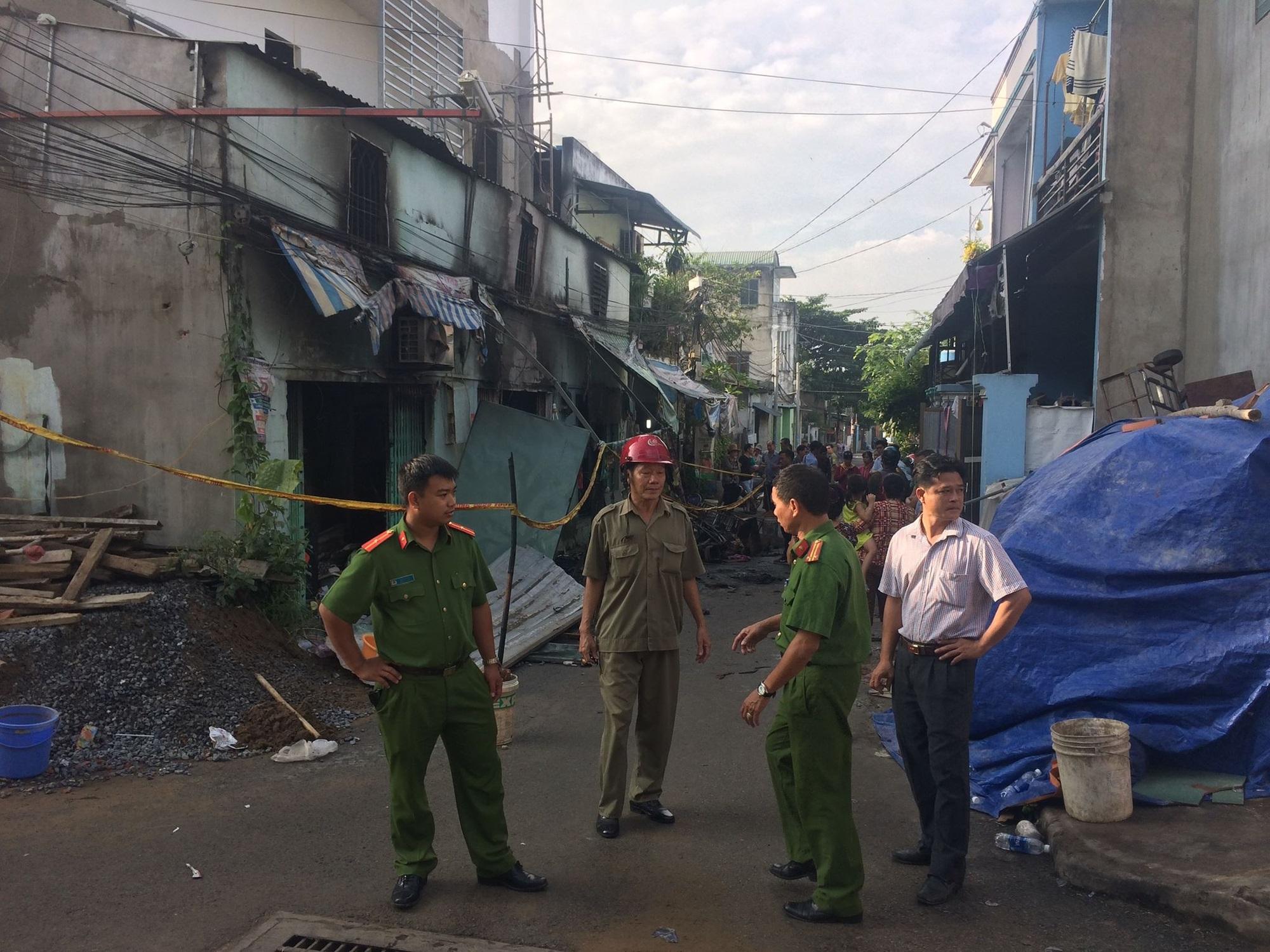 Vụ hỏa hoạn khiến 6 người thương vong tại TP. HCM: Người thân bất lực nhìn 2 bà cháu kêu cứu rồi chết cháy trong nhà - Ảnh 6
