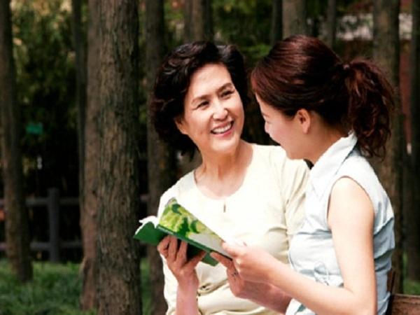 5 cách giúp bạn gần gũi hơn với mẹ chồng