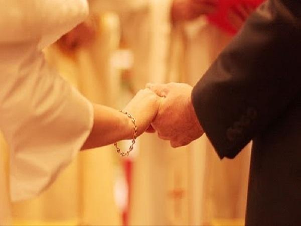 Vì nợ nhau điều này nên kiếp này các đôi mới tìm thấy nhau và trở thành vợ chồng