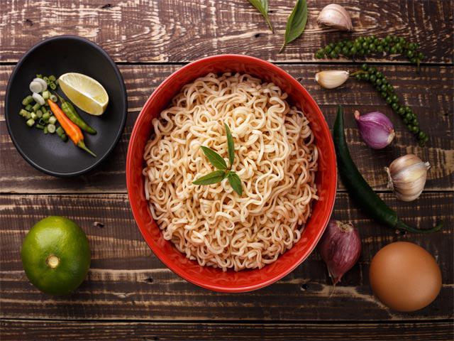 3 món ăn nhiều trẻ Việt thích khiến cô bé 10 tuổi mắc ung thư tuyến giáp - Ảnh 2