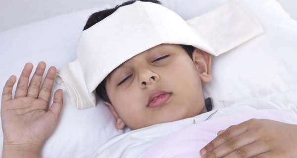 5 cách hạ sốt nhanh cho trẻ mà không cần dùng thuốc - Ảnh 1