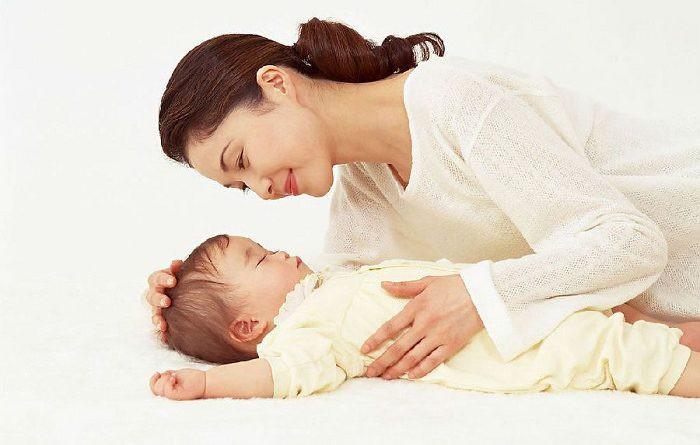 Áp dụng một trong các cách này, mẹ sẽ cho con đi ngủ dễ dàng và sâu giấc - Ảnh 1