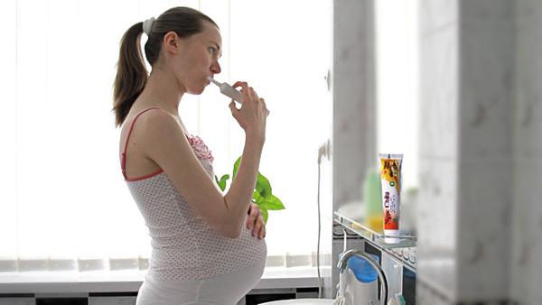 Bà bầu bị chảy máu chân răng: Nguyên nhân, cách phòng ngừa và điều trị  - Ảnh 2