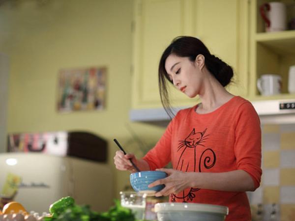 Bà bầu đừng ngại nhờ chồng nấu ăn, ở trong bếp lâu không hề tốt cho thai nhi - Ảnh 1