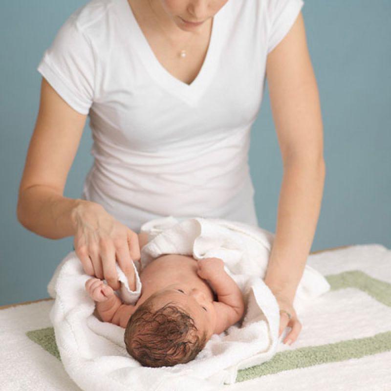 Bác sĩ Da liễu Trung ương mách mẹ cách chăm sóc viêm da cơ địa ở trẻ - Ảnh 3