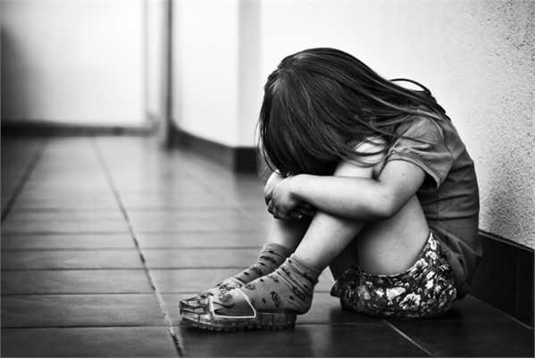 Báo động trẻ bị xâm hại tình dục: Làm sao để con mình không là nạn nhân? - Ảnh 1