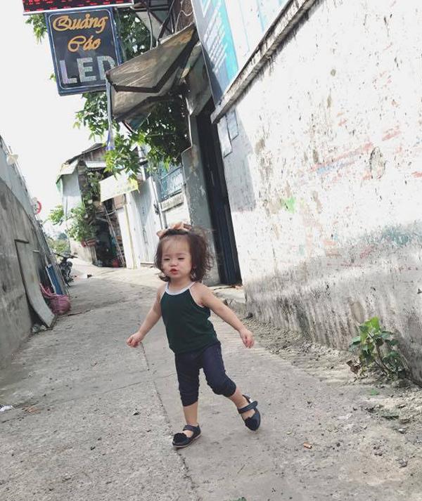 Bé gái Sài Gòn cứ ra phố là bị nhầm thành con gái Elly Trần - Ảnh 1