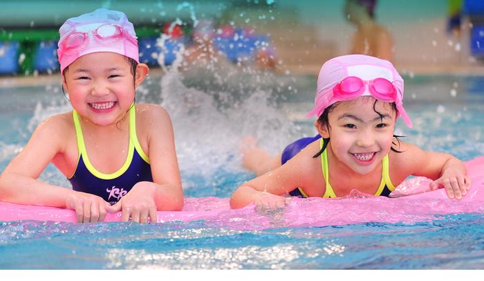 Bố mẹ cần lưu ý những vấn đề sau về sức khỏe khi cho con đi bơi ở bể bơi công cộng - Ảnh 4