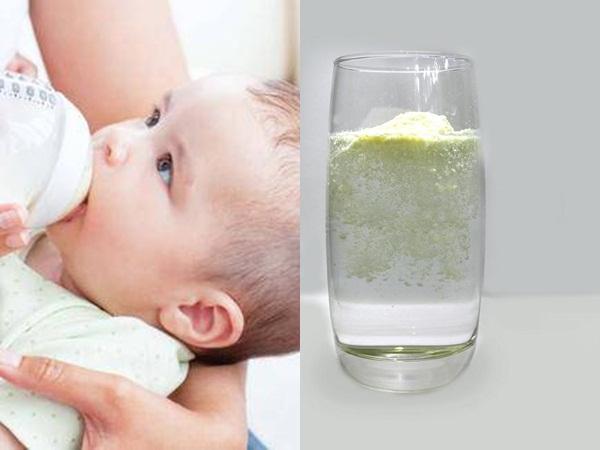 Cách nhận biết sữa bột giả, kém chất lượng chỉ bằng 1 cốc nước lạnh